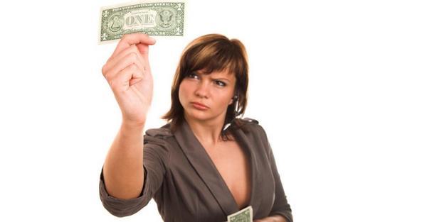 Соискатель думает, стоит ли идти работать за комиссионные.