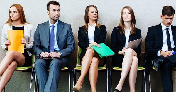 Очередь в кадровое агентство. Легко ли будет найти работу?