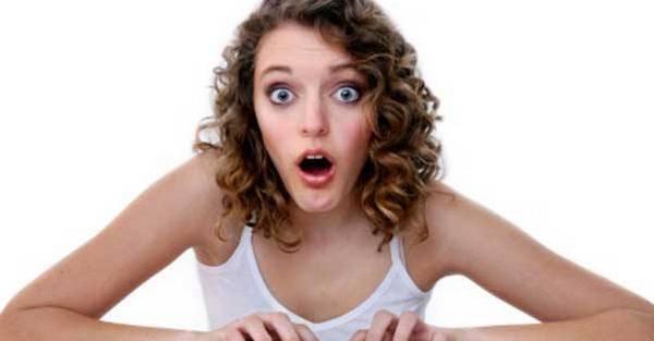Девушка в шоке от того, что ей опять отказали в трудоустройстве.