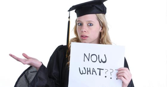 Девушка-выпускник вуза не может найти работу.