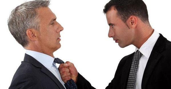 Сотрудник хочет отомстить своему начальнику.